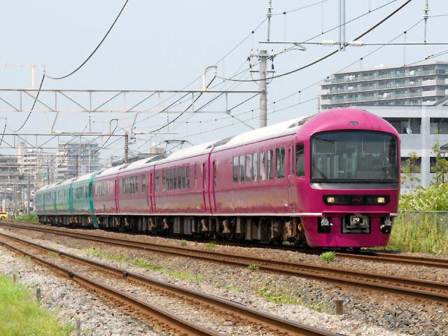 http://bosoview.sakura.ne.jp/jr/soubur/485/20070804_9113m_sese_yama_4b.jpg