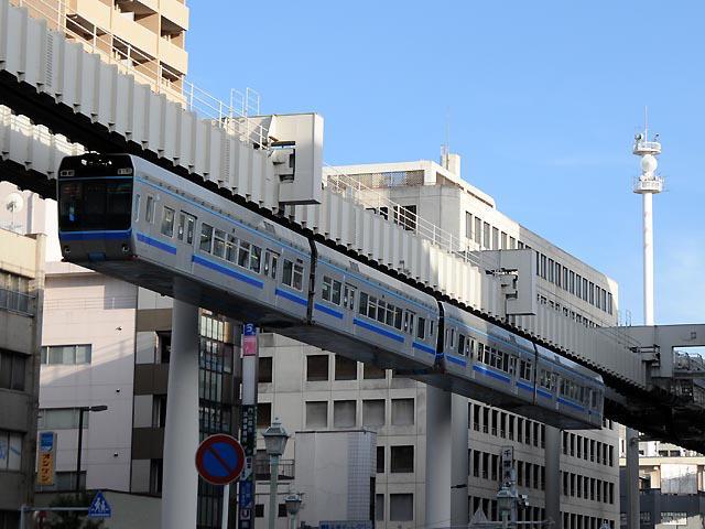 http://bosoview.sakura.ne.jp/railroad/chibatoshimonorail/1000/20100807_mono-kencho-4_1b.jpg