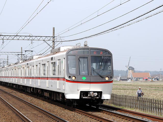 http://bosoview.sakura.ne.jp/railroad/toei/asakusa/5300/20130320_13t_5305_4b.jpg